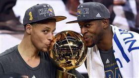 NBA/想你了!柯瑞肉麻簡訊傳棄將 NBA,金州勇士,Stephen Curry,Andre Iguodala 翻攝自推特