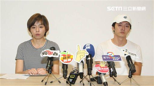 馬俊麟與王瞳今無預警召開記者會。(圖/記者邱榮吉攝影)