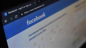 歐盟最高法院歐洲法院3日給予臉書一記重擊,裁決歐洲各國法院可下令線上平台移除全球各地的誹謗內容。(圖取自Unsplash圖庫)