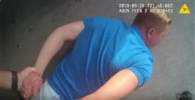 美國佛羅里達逮捕11名嫌犯涉嫌與未成年男女性交易。(圖/翻攝自Volusia Sheriff's Office   YouTube)