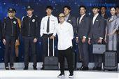 星宇航空制服發表會設計師林尹培袞。(圖/記者林士傑攝影)
