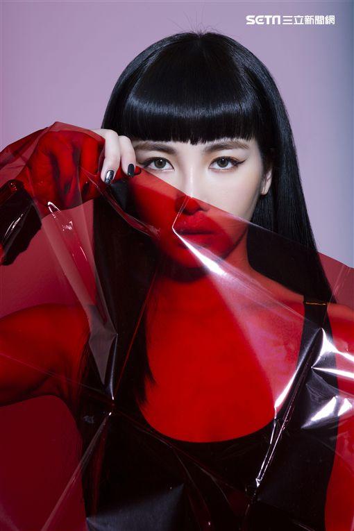 舒子晨Nikita推出《RED ANGEL》供圖:宇朕娛樂
