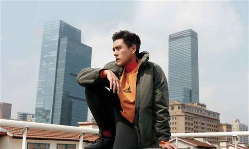 adidas推出秋季新款Urban Transition系列外套,以「都市森林」作為新概念,由代言人彭于晏、張鈞甯搶先示範Urban Transition系列外套整體穿搭。