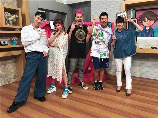 同門嘻哈新星屁孩、黃右年、陳瑾緗上17直播節目《趣你的娛樂》(趣你的娛樂/提供)