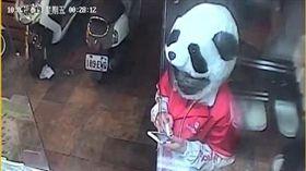 熊貓,安全帽,外送員,敬業(翻攝自爆廢公社)