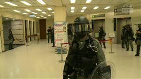 香港14歲男學生中彈 防暴警察進駐醫院(圖/翻攝自香港突發事故報料區臉書)
