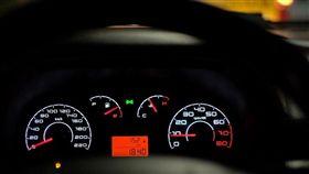 駕駛座無人…方向盤狂自轉!修車員嚇爆:先去佛光山住7天(圖/翻攝自Pixabay)