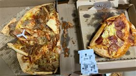 網友抱怨外送的披薩變成這樣,讓他相當傻眼。(圖/翻攝自爆怨公社)外送,慘況,披薩,悲劇