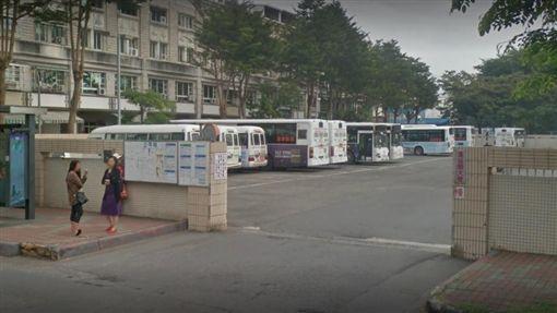 高雄楠梓公車倒車不慎輾斃婦人(圖/翻攝自Google Map)