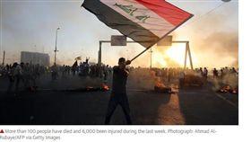 伊拉克反政府示威1日在首都巴格達爆發,之後蔓延至南部其他城鎮。伊拉克內政部發言人馬安今日透過國營電視台表示,在不到一週的動亂中,至少有104人遭殺害、6000多人受傷。(圖/翻攝自theguardian)