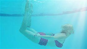游泳,泳池,比基尼 (圖/翻攝自pixabay)