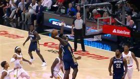 NBA/狀元暴扣「高15公分」長人 NBA,紐奧良鵜鶘,選秀,狀元,Zion Williamson 翻攝自推特