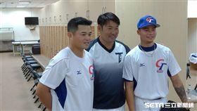 ▲Lamigo練球後,世界棒球12強賽國手林凱威、胡金龍與黃甘霖報到。(圖/記者蕭保祥攝影)