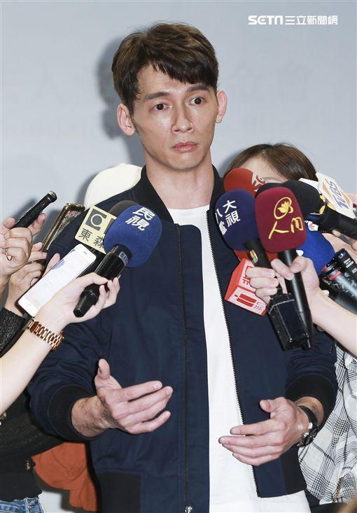 溫昇豪現身聊法國詐騙記者林士傑攝影