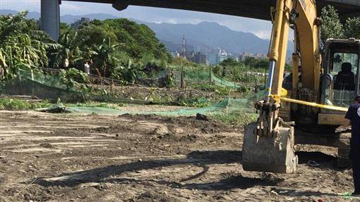 新北,永和,福和橋,挖土機(圖/翻攝畫面)