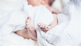 7月大女嬰整夜都沒聲…隔日驚見她卡床墊縫隙「活活夾死」(圖/翻攝自Pixabay)