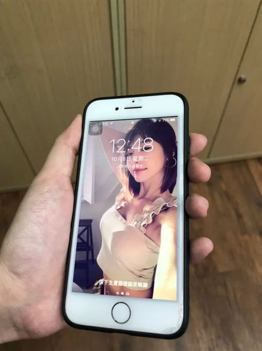 桌布,手機,林明禎,大奶,孔劉,媽媽,Dcard 圖/翻攝自Dcard
