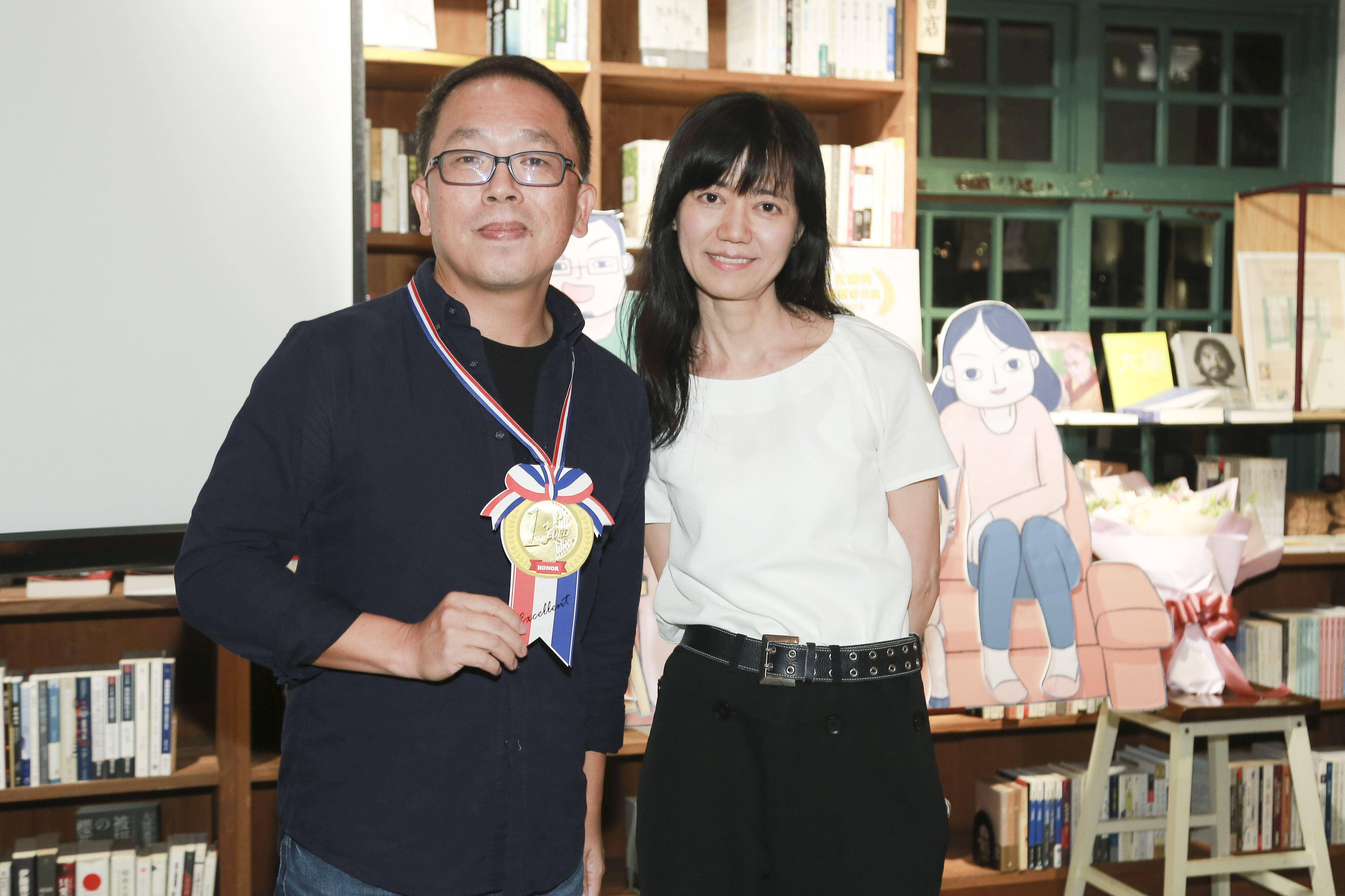 小兒子慶功宴夢田文創執行長蘇麗媚與小兒子導演史明輝。(圖/記者林士傑攝影)