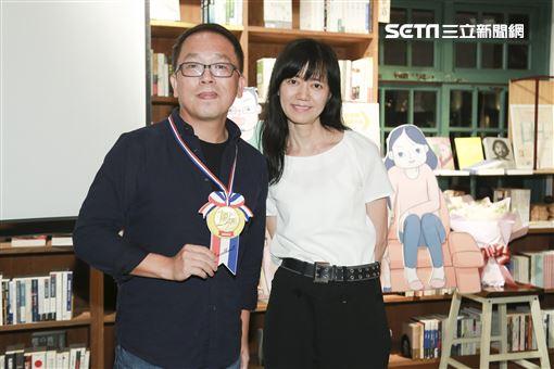 小兒子慶功宴夢田文創總監蘇麗媚與小兒子導演史明輝。(圖/記者林士傑攝影)