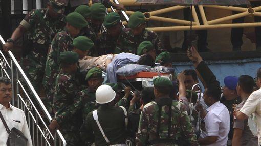 印尼,威蘭多,腹膜,遇刺受傷,伊斯蘭國(圖/美聯社/達志影像)