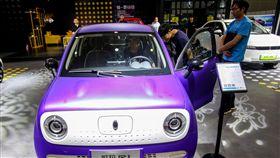 新能源汽車補貼退場 衝擊廠商車展延期近一年中國汽車業因政府對新能源汽車的補貼大幅減少,導致10月底舉行的新能源汽車相關展覽、延期到2020年。圖為參加2019第17屆華中國際汽車展覽會的新能源車款。(中新社提供)中央社 108年10月10日