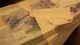 錢,搶錢,新台幣,紙鈔,現鈔,鈔票。(圖/翻攝自免費圖庫Pixabay)