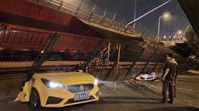 江蘇312國道錫港路上高架橋垮塌,圖/翻攝自微博