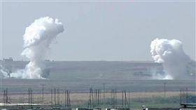 土耳其和平之泉行動土耳其對敘利亞幼發拉底河東岸發起「和平之泉行動」,敘利亞拉卡省特爾阿布雅德鎮10日遭砲擊。圖攝於土耳其尚勒烏爾法省阿克恰卡萊鎮。(Ahmet Keyif提供)中央社記者何宏儒安卡拉傳真 108年10月10日