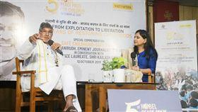 沙提雅提與女主播對談挽救兒童運動創辦人沙提雅提(左)10日在沙提雅提獲諾貝爾和平獎5週年活動上與主播對談,並呼籲印度和全球對童工問題採取行動。中央社記者康世人新德里攝  108年10月10日
