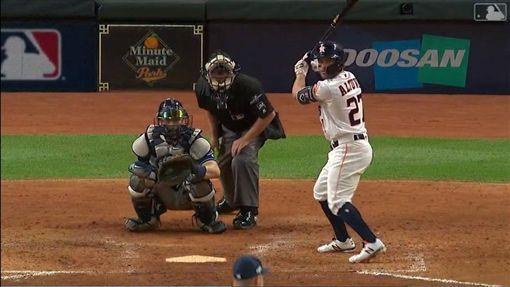 ▲太空人奧圖維(Jose Altuve)生涯在季後賽敲出11轟,超越名將阿特利(Chase Utley)成為大聯盟史上最會轟二壘手。(圖/翻攝自MLB官網)