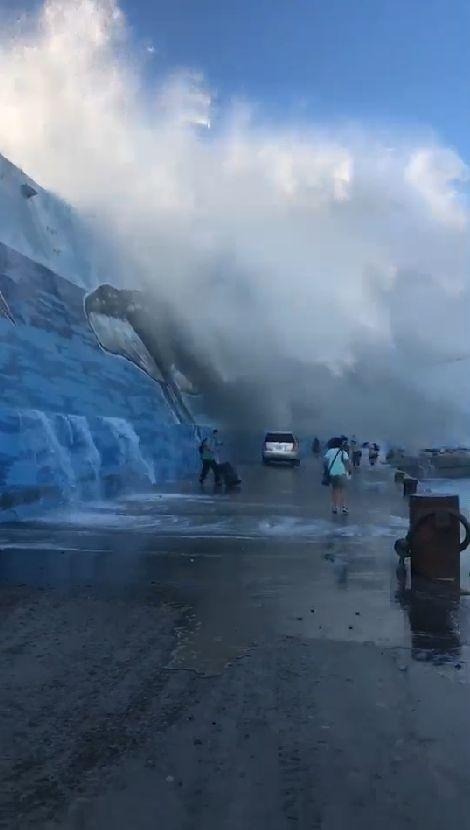 台東富岡漁港9米浪襲遊客