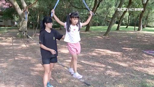 訓練平衡、專注 牧場「走繩區」親子同樂