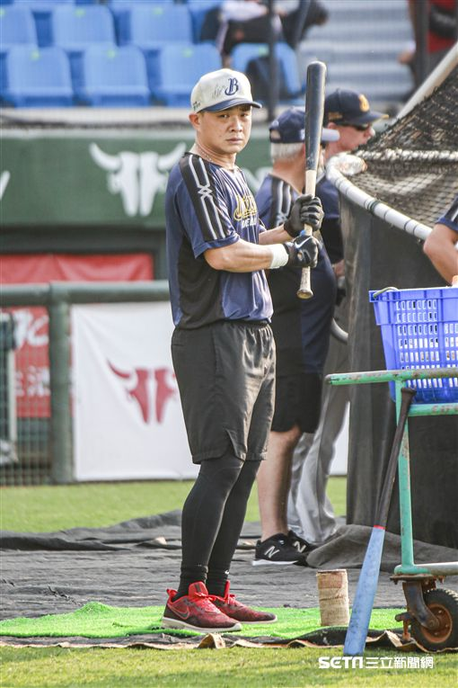 中華職棒台灣大賽賽前彭政閔、吳東融、伯納。(圖/記者林士傑攝影)