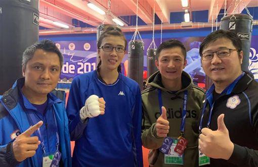 ▲黃筱雯與教練團。(圖/取自中華拳擊協會臉書)