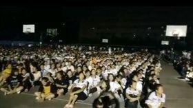 廣西玉林規模5.2地震 學生唱愛國歌曲壓驚(圖/翻攝自微博)