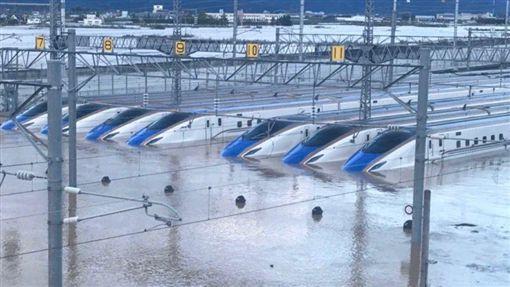 哈吉貝強襲日!新幹線列車慘泡水 恐報銷狂噴3百多億日圓(圖/翻攝自推特)