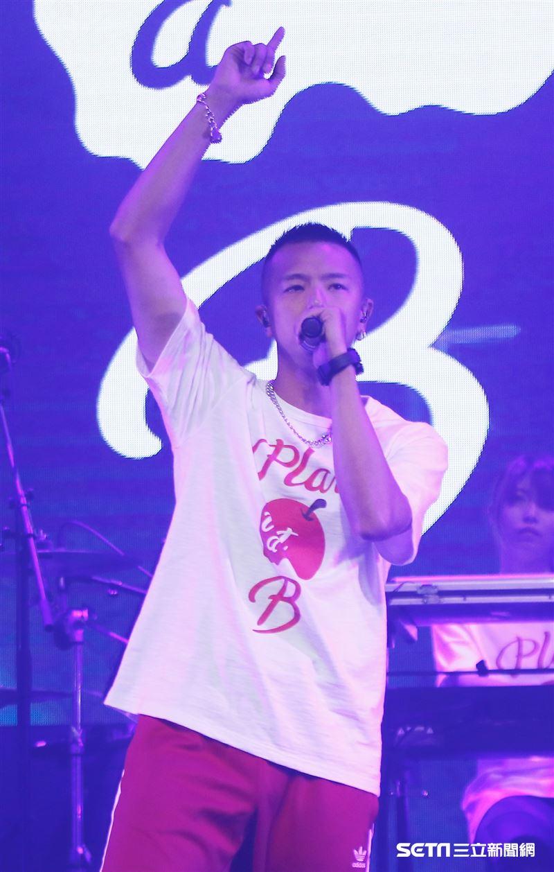 小鬼黃鴻升舉辦《Plan B》演唱會,笑說「開小場」的票賣完得比較快,比較開心。(圖/記者林聖凱攝影)