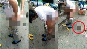 孕婦在路邊脫褲產子嚇壞眾人。(圖/翻攝liveleak)