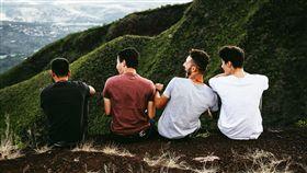 朋友,男生,兄弟,情誼,友情,友誼(圖/翻攝自Unsplash)