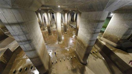 時隔4年,「地下神殿」的首都圈外郭放水路第2次啟動境內所有設施排洪/翻攝自江戶川河川事務所網頁