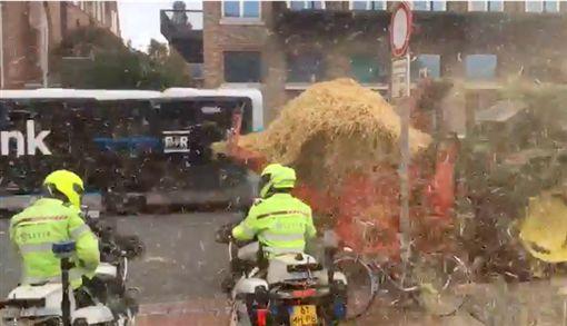 荷蘭,農民,拖拉機,乾草,警察.