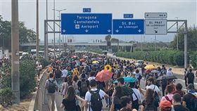 西班牙最高法院重判9名加泰隆尼亞獨立運動領袖9至13年不等的有期徒刑,引發數萬群眾上街抗議。(圖取自facebook.com/CatalansForYes)