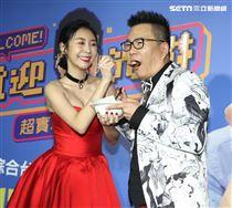 沈玉琳搭擋Albee范乙霏主持實境談話節目「歡迎光琳」。(記者邱榮吉/攝影)