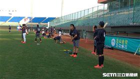 ▲社會人日本隊抵達斗六球場與台灣比賽。(圖/記者蕭保祥攝影)