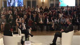 徐斯儉參加公元兩千論壇外交部次長徐斯儉(左)14日(當地時間)在布拉格「公元兩千論壇」擔任與談人。中央社記者林育立布拉格攝 108年10月16日