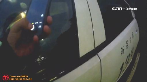 警察值勤玩手遊 路過民眾手機直擊