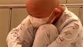 8歲童患白血病!全家捲款蒸發「有錢不救」…她慘遭遺棄(圖/翻攝自微博)