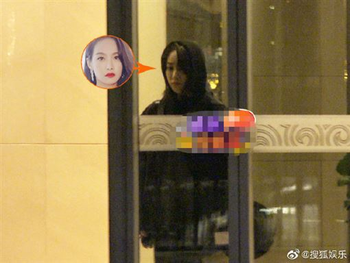 前南韓女團f(x)25歲成員雪莉14日驚傳在家中輕生。前隊長 宋茜 搭機赴韓弔信。微博