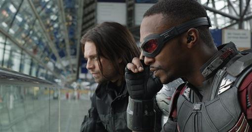 「獵鷹」山姆威爾森 (Sam Wilson) 以及「酷寒戰士」巴奇 (Bucky),這兩位復仇者聯盟系列的超級英雄,將在迪士尼自家全新影音串流平台上,一部短篇影集系列中聯手出擊 圖/推特