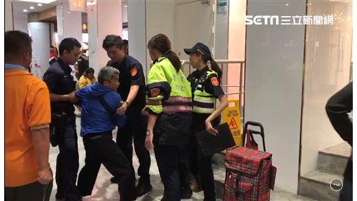 台北市忻姓男子幫紅粉知己出頭,與國中同學趙男當街互毆,遭到警方當場壓制在地(楊忠翰攝)